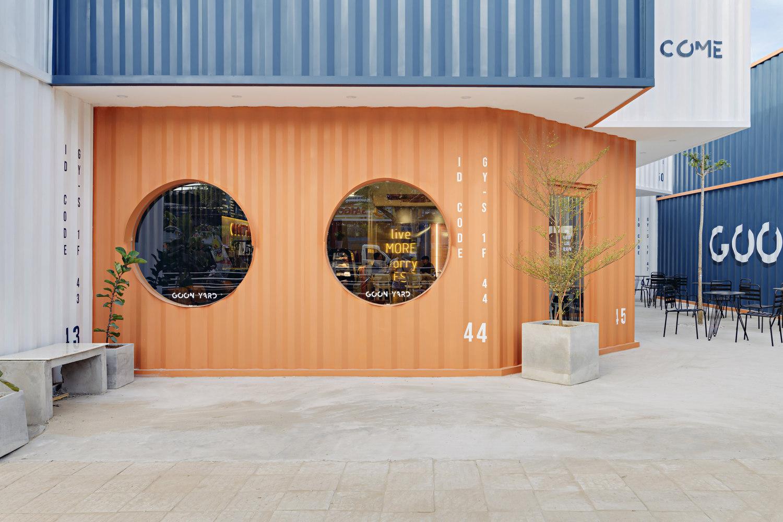 Quán cà phê màu cam lấy cảm hứng từ chiếc container gây chú ý ở Cần Thơ